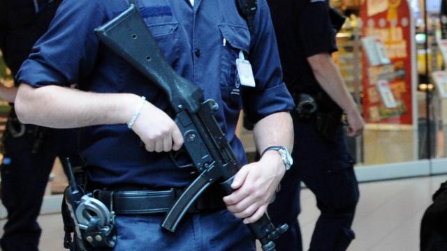 Zwaarbewapende Agenten Beveiligen EU-vergaderingen In Amsterdam